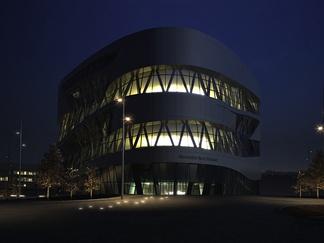 现代商业体育馆夜景