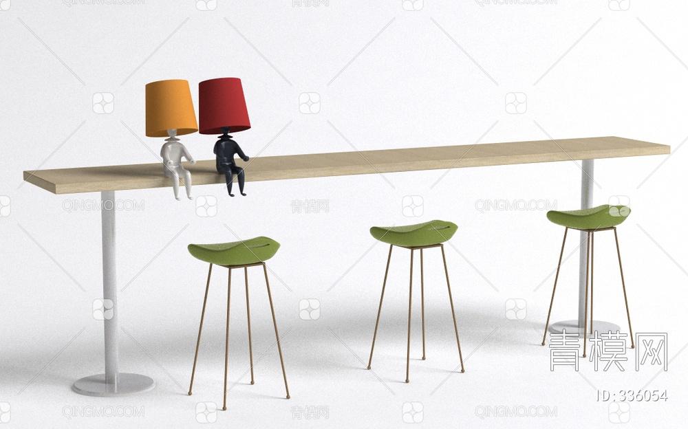 小人台灯桌子